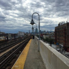 Photo taken at MTA Subway - 33rd St/Rawson St (7) by TJ V. on 8/11/2015