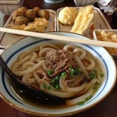 Photo taken at Marugame Seimen (มารุกาเมะ เซเมง) 丸亀製麺 by Rikka K. on 3/30/2013