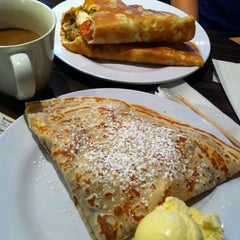 Photo taken at Crepe It Up by Housemuzik on 10/19/2012