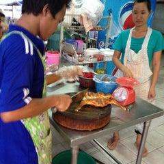 Photo taken at ไก่ย่างนายแสน คลอง 2 by BiRD H. on 9/11/2013