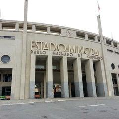 Photo taken at Estádio Municipal Paulo Machado de Carvalho (Pacaembu) by Liliane G. on 5/18/2013