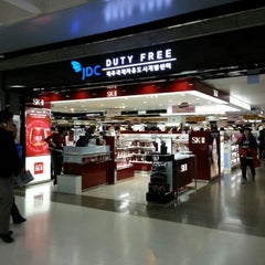 Photo taken at JDC Duty Free (JDC 면세점) by DH K. on 11/18/2012