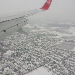 Photo taken at İç Hatlar Gidiş Terminali by Ercan Ş. on 1/3/2015