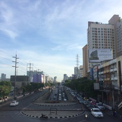 Photo taken at แยกรัชดา-สุทธิสาร (Ratchada-Sutthisan Intersection) by Surawadee K. on 6/2/2015