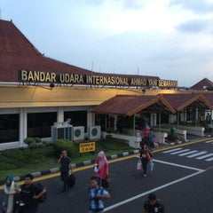 Photo taken at Ahmad Yani International Airport (SRG) by Rushdi R. on 5/12/2013