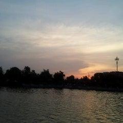 Photo taken at สวนนวมินทร์ภิรมย์ (บึงลำพังพวย) Nawaminphirom Park (Bueng Lam Phang Phuai) by Priimz C. on 4/2/2013
