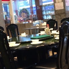 Photo taken at ตงเพ้ง (Tong Peng Chinese Restaurant) by Suan C. on 10/2/2015