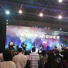 Photo taken at Hope Bangkok Church (คริสตจักรความหวังกรุงเทพฯ) by ka-nOm- t. on 3/31/2013