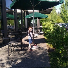 Photo taken at Starbucks by Meral B. on 8/13/2013