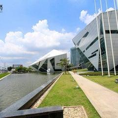 Photo taken at มหาวิทยาลัยกรุงเทพ (Bangkok University) by Tamonwan S. on 6/3/2013
