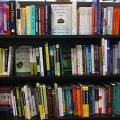 Photo taken at Barnes & Noble by Merve Ö. on 7/1/2013