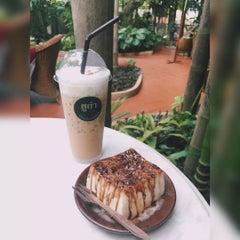 Photo taken at กาแฟฮูย่า (Coffee HooYa) by Wichien P. on 7/11/2015