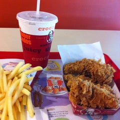 Photo taken at KFC by Criis G. on 10/26/2013