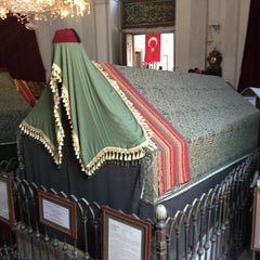Photo taken at Sultan Abdulhamid Han Turbesi by Mahmut D. on 7/2/2013