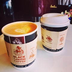 Photo taken at Black Canyon Coffee (แบล็คแคนยอนคอฟฟี่) by Rockie D. on 7/1/2014