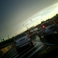 Photo taken at Flyover Petagas by Qeyko Mikaela M. on 4/9/2013
