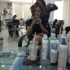 Photo taken at Nui Salon by Hiso👑💍 น. on 12/19/2012