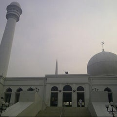 Photo taken at Masjid Agung Al-Azhar by Dian R. on 11/9/2012