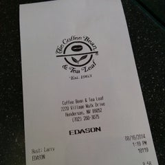 Photo taken at The Coffee Bean & Tea Leaf by Stardust F. on 8/16/2014