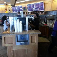 Photo taken at The Coffee Bean & Tea Leaf® by Stardust F. on 8/19/2013