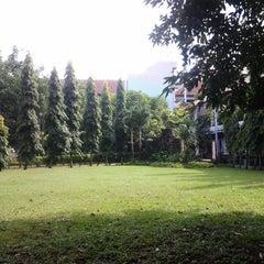 Photo taken at Fakultas Kedokteran by Gerald J. on 4/24/2013