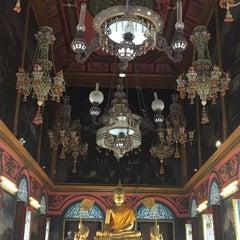 Photo taken at วัดปรมัยยิกาวาสวรวิหาร (Wat Poramaiyikawas Worawihan) by Kaowoat K. on 7/21/2015