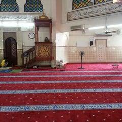 Photo taken at Masjid Saidina Umar Al-Khattab by Noor Hadi I. on 3/29/2013