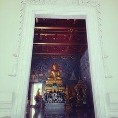 Photo taken at วัดแก้วโกรวาราม (Wat Kaew Korawaram) by Luvvy K. on 9/24/2013