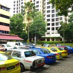 Photo taken at Bukit Merah View Market & Food Centre by Hugo C. on 5/8/2013