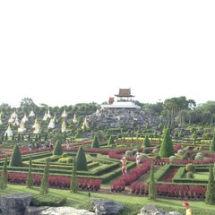 Photo taken at สวนนงนุช (Nong Nooch Garden & Resort) by Aibek K. on 5/24/2013