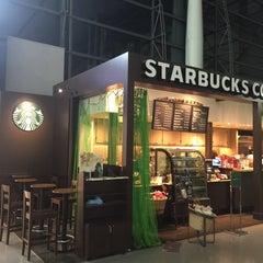 Photo taken at Starbucks Coffee 関西国際空港エアサイド店 by LACK L. on 10/31/2014
