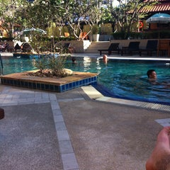 Photo taken at Sabai Inn Pattaya by Korhan Ü. on 2/22/2015