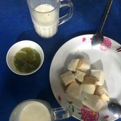 Photo taken at ป้าแอ๊ะ นมสด ขนมปังสังขยา (ข้างสมาคมฮากกา) by uglypink ✿. on 1/13/2015