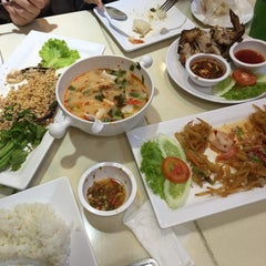 Photo taken at ยำแซ่บ (Yum Saap) by PAPHIN &. on 10/12/2015