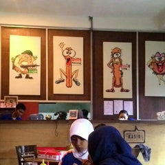 Photo taken at Burger Buto (Kedai 27) by Hobby Akhbar S. on 11/29/2014