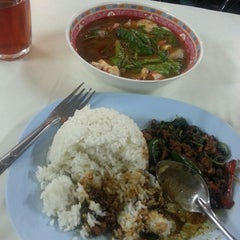 Photo taken at Thai Food by Linda H. on 11/30/2014