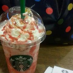 Photo taken at Starbucks (สตาร์บัคส์) by Jirawach U. on 6/26/2015