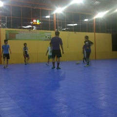 Photo taken at Zona Futsal Pulau Situ Gintung by Muhama S. on 4/25/2013