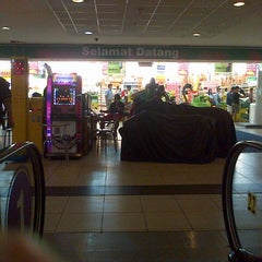 Photo taken at Giant Hypermarket by Hendric Chia K. on 7/29/2013