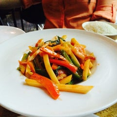 Photo taken at Hachi Asian Bistro by Daisy R. on 9/2/2014