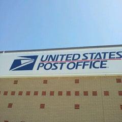 Photo taken at Hampton Post Office by Jennifer H. on 4/9/2012