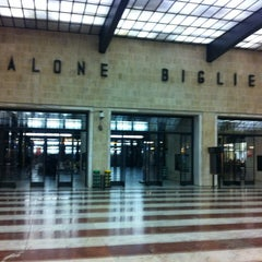 Photo taken at Stazione Firenze Santa Maria Novella by Ederson L. on 1/30/2013