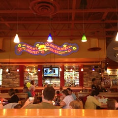 Photo taken at Red Robin Gourmet Burgers by Beej P. on 5/24/2013