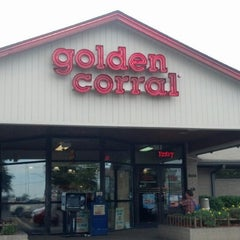 Photo taken at Golden Corral by Drew R. on 8/25/2013