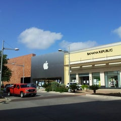 Photo taken at Apple Store, The Domain by Mario G. on 4/22/2013