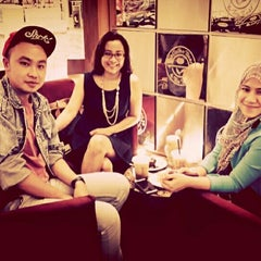 Photo taken at The Coffee Bean & Tea Leaf by Rosa M. on 4/10/2014