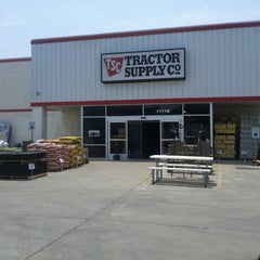Photo taken at Tractor Supply Co by Joel H. on 5/18/2013