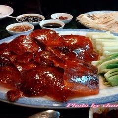 Photo taken at ตงเพ้ง (Tong Peng Chinese Restaurant) by tuttu k. on 7/4/2015
