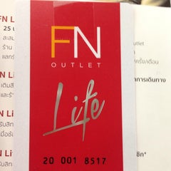 Photo taken at FN Factory Outlet (เอฟเอ็น แฟคตอรี่ เอ๊าท์เลท) by mod y. on 1/31/2016