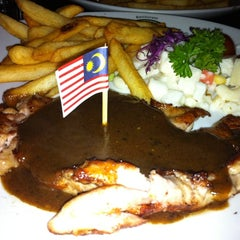 Photo taken at Star Village Museum Steak House by Pearly Y. on 9/16/2011